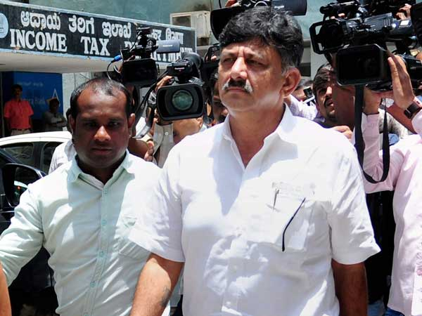 Assets at Rs 840 crore, but D K Shivakumar raises Rs 10,000 from people to file nomination