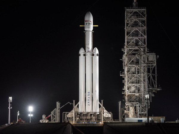 SpaceX's Falcon Heavy. Courtesy: @SpaceX