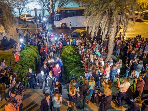 [Florida shooting survivors in capital, demand new gun laws]