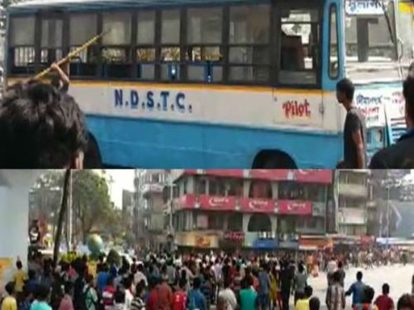 Mob torches buses, pelt stones in Kolkata
