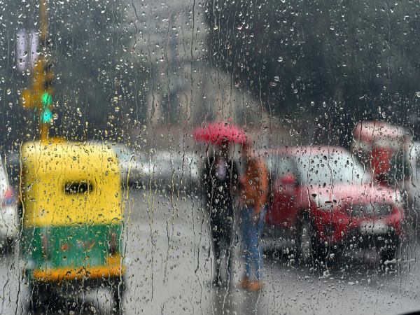 Bengaluru: Amidst election heat, heavy rains bring mercury levels down