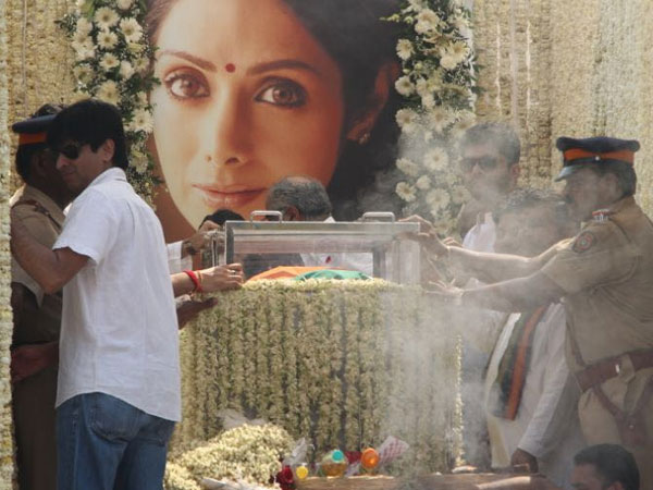 e1fbd2260f Sridevi  Last images of Bollywood actress draped in red saree and ...