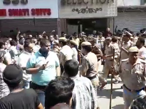 Traders protest Delhi sealing drive after workers injured in clash with police