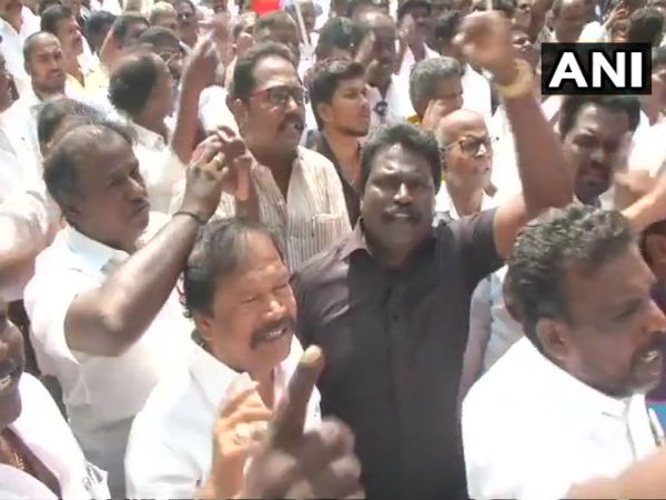 Chennai: DMK workers protest against BJP leader H Raja's comments on Periyar