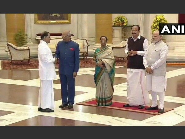 President Kovind, PM Modi welcome guests at Rashtrapathi Bhavan