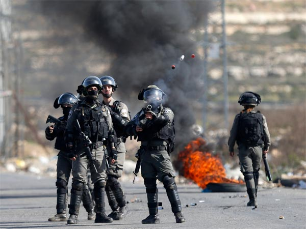 Palestinians kick off 6-week protest at Israel border; 1 dead, many injured in violence