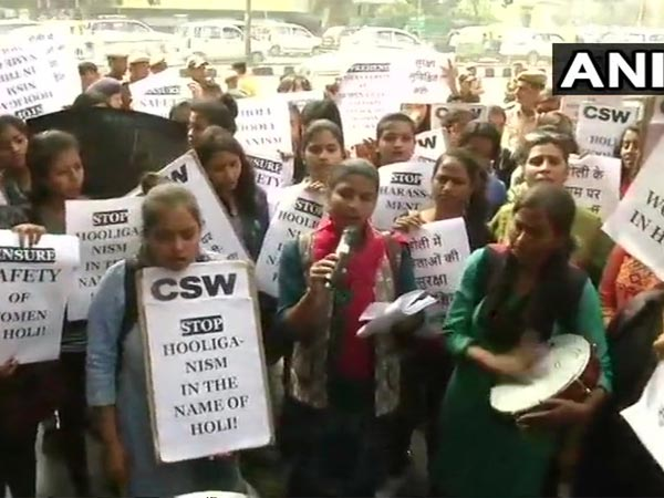 Students and teachers of Jesus and Mary College protest outside Delhi police HQ. Courtesy: ANI news