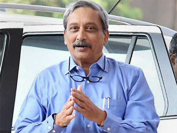 Ailing Parrikar heads for Mumbai