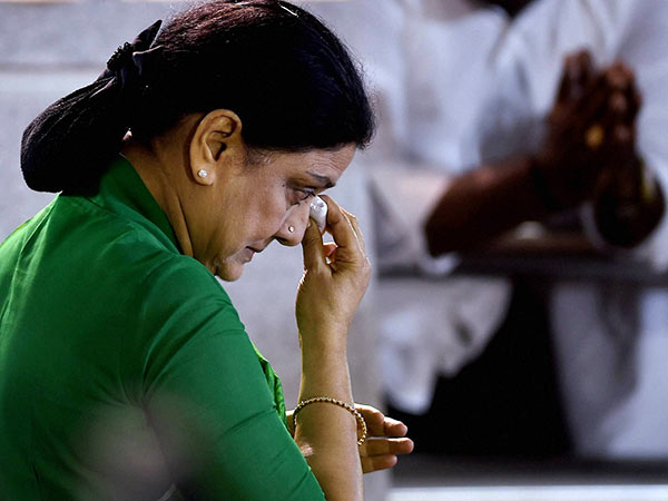 15-day parole for Sasikala to attend husband's last rites