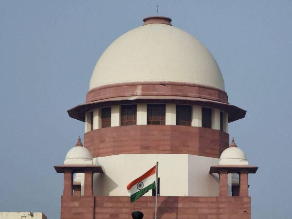 No interest on security deposit for money lenders, pawn brokers: SC