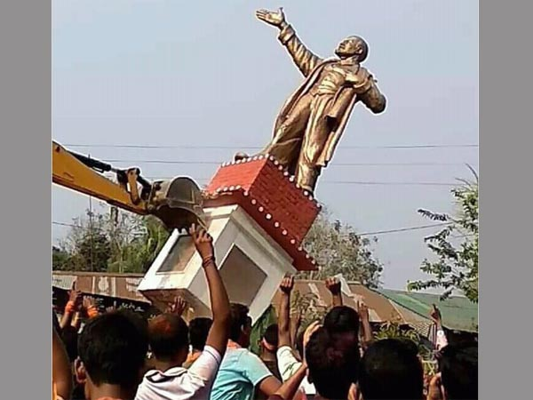 With the fall of the Left fell a giant statue of Lenin in Tripura