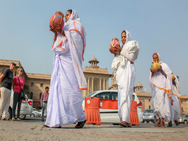 Vrindavan widows to gift Gulaal-filled pots to Modi