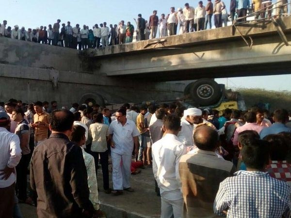 Wedding party truck plunges off a bridge in India, killing 25