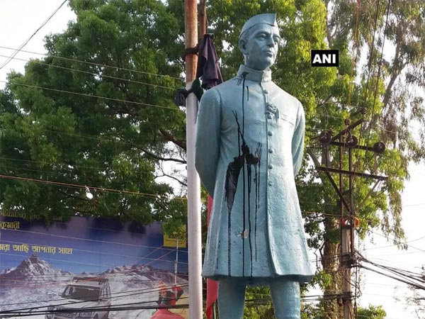 Statue vandalism row: Black ink thrown at a statue of Jawaharlal Nehru