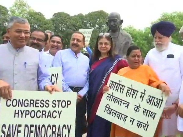 BJP MPs protest against Congress for disrupting Budget session. Courtesy: ANI newsBJP MPs protest against Congress for disrupting Budget session. Courtesy: ANI news