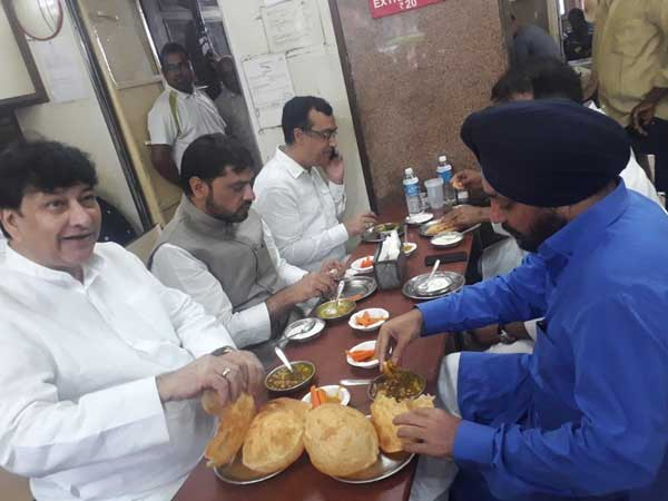 Delhi: Congress protest a farce, were seen eating at restaurant, claims BJP