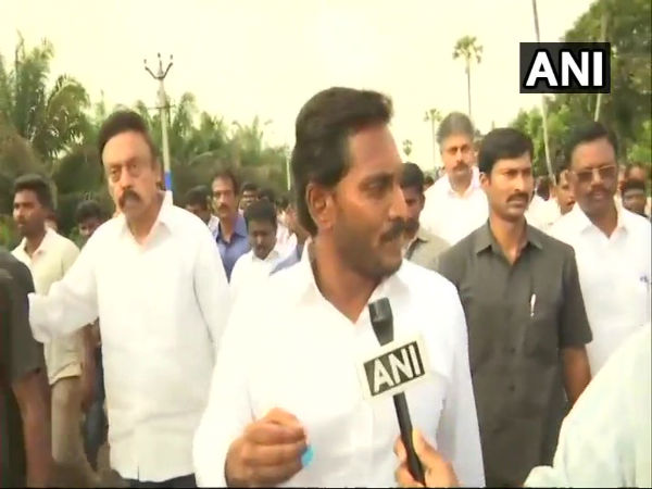 He is cheating Andhra people, says Jagan Reddy on Chandrababu Naidus fast