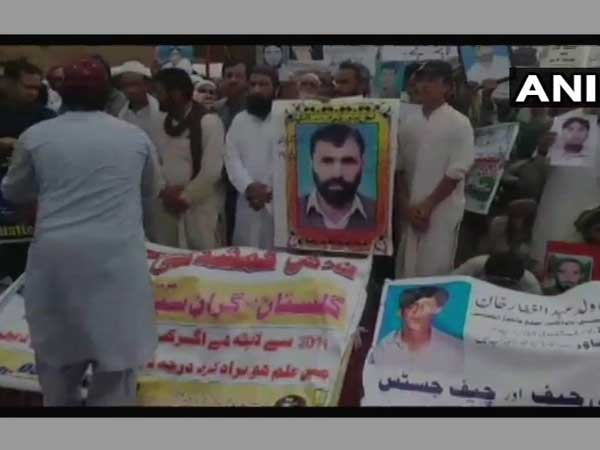 Pakistan: Massive protest rally held by 1 lakh Pashtuns in Peshawar against security forces
