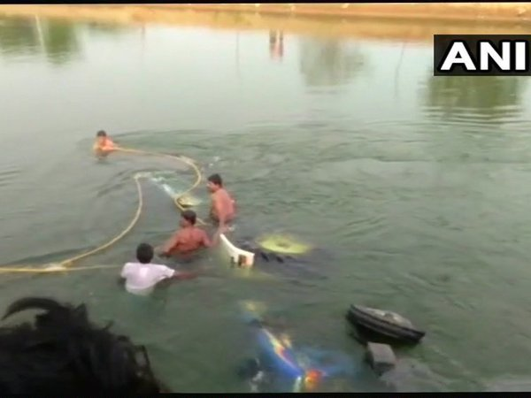 Telangana: 9 women dead as tractor-trolley falls into canal in Nalagonda. Courtesy: ANI news