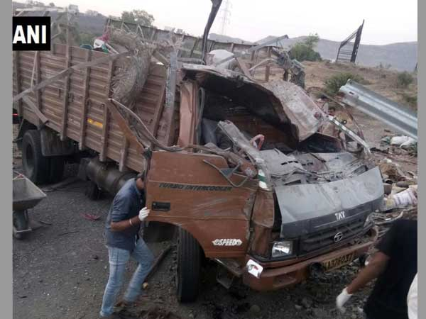 18 killed after truck hits barricade on Pune-Satara highway