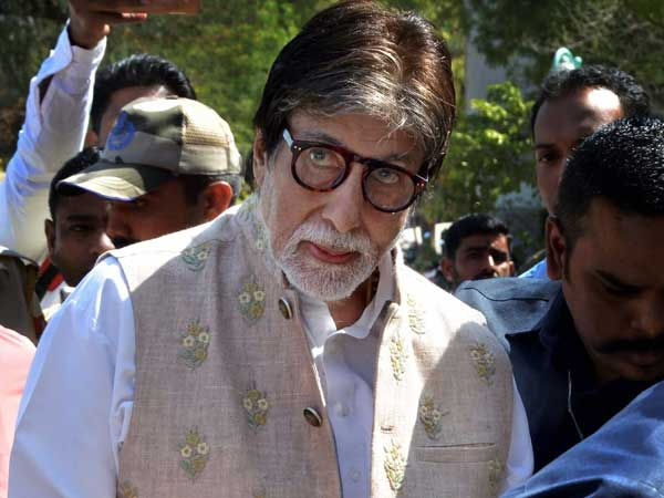 Amitabh Bachchan draws flak for keeping mum