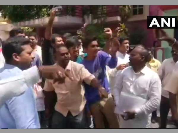 Congress, BJP workers clash outside polling booth in Bengaluru. Courtesy: ANI news