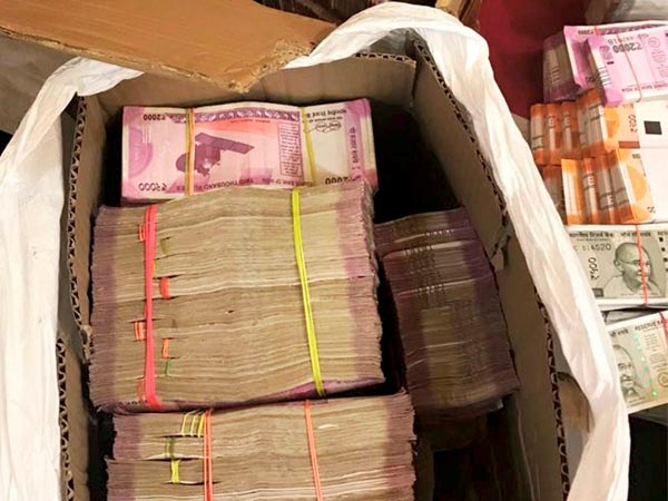 Karnataka polls: It is getting dirty, cash, liquor seizures up by 350 per cent compared to 2013