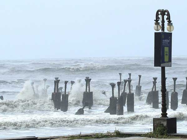[Cyclone Mekunu: Waves around 3 mts high may hit Maharashtra-Goa coast]
