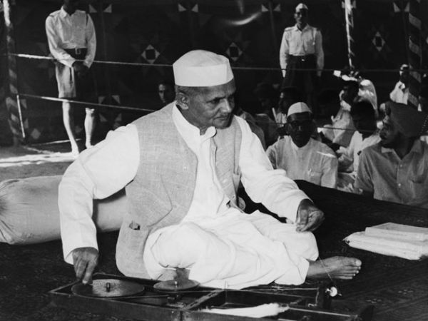 Reveal probe records on Lal Bahadur Shastri's death says CIC