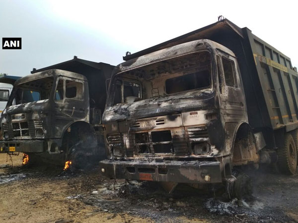 Naxals torch 4 vehicles in Bihar, abduct 4 labourers