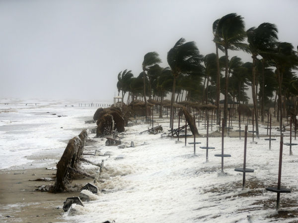 Powerful cyclone strikes Oman, Yemen; 6 dead, 30 missing