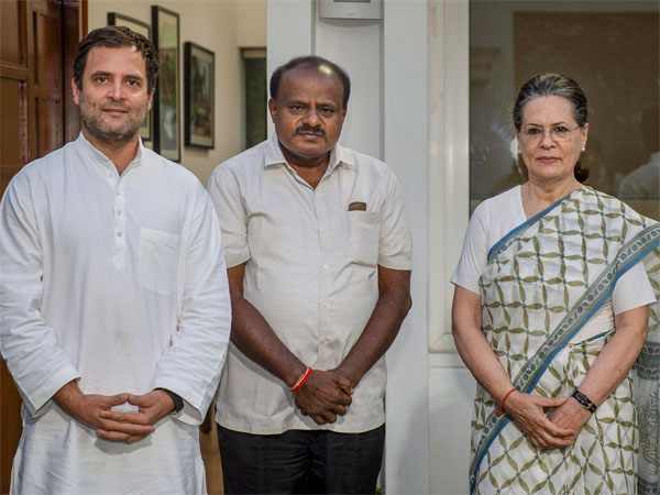 JD(S) leader and Karnataka chief minister-designate H D Kumaraswamy with Congress President Rahul Gandhi and former Congress president Sonia Gandhi during a meeting in New Delhi