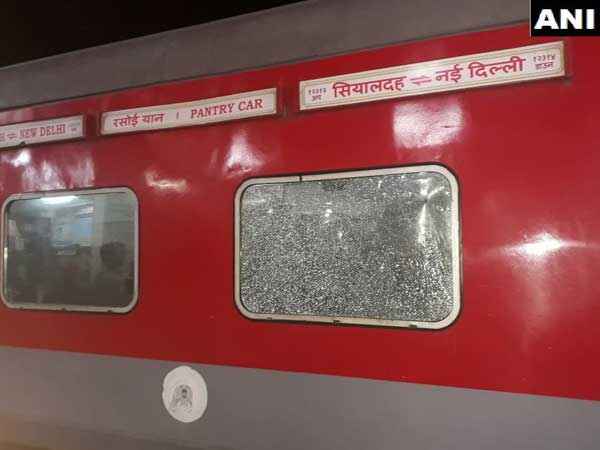 Six injured as miscreants pelt stones at Sealdah-Rajdhani Express