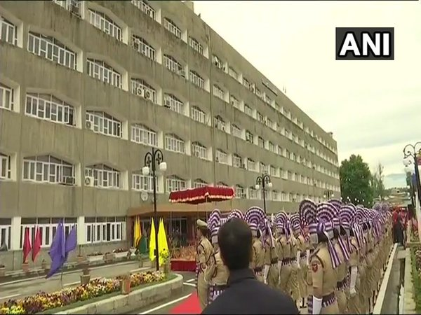 All offices re-opened in Srinagar today (Image courtesy - ANI/Twitter)