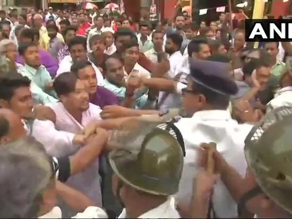 Rotten meat supply racket: Congress protests against govt. Courtesy: ANI news