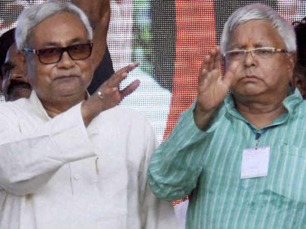 Bihar CM Nitish Kumar calls RJD Chief Lalu Prasad Yadav to inquire about his health