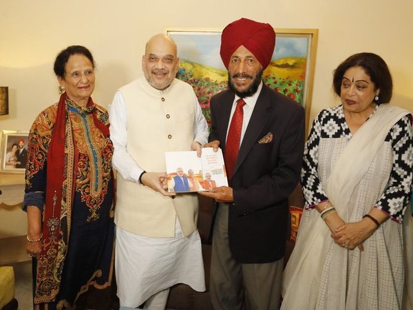 BJP chief Amit Shah with Sardar Milkha Singh and his wife Smt Nirmal Milkha Singh.