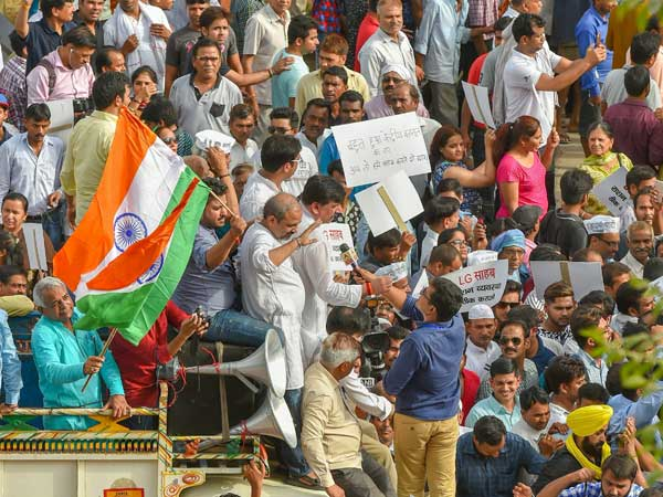 Kejriwal isolated, seeking support from everywhere says Congress