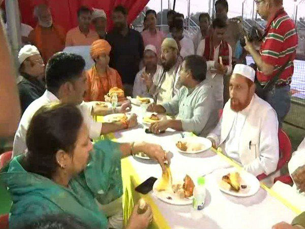 UP: 1000-year-old Lucknows Mankameshwar temple hosts first iftar