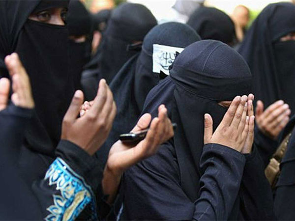 Entry of Muslim women in Mosques: SC issues notice to Centre, NCW and AIMPLB