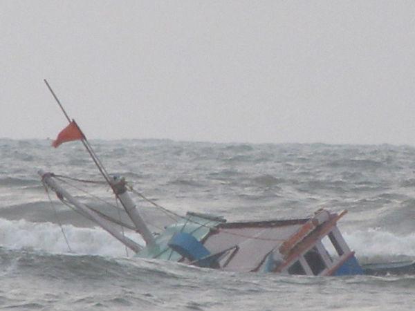 Andhra Pradesh: 2 dead, 5 missing after boat capsizes in East Godavari