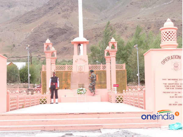 Kargil War memorial wall in Dras