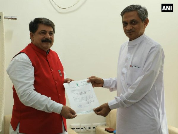 Kunvarji Bavaliya quits joins BJP