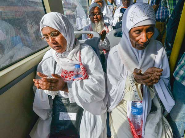 First batch of Haj pilgrims leave for Saudi Arabia