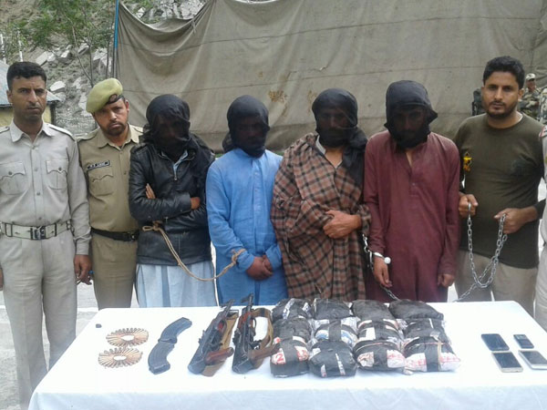 J&K: Cops seize brown sugar and AK-56 rifles