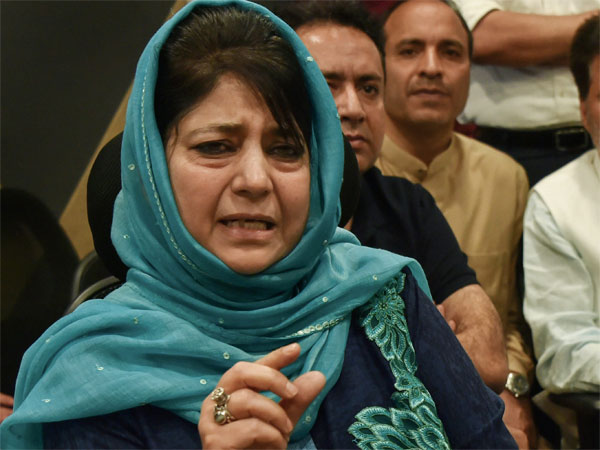 Mehbooba meets party workers, asks them to foil designs to weaken PDP