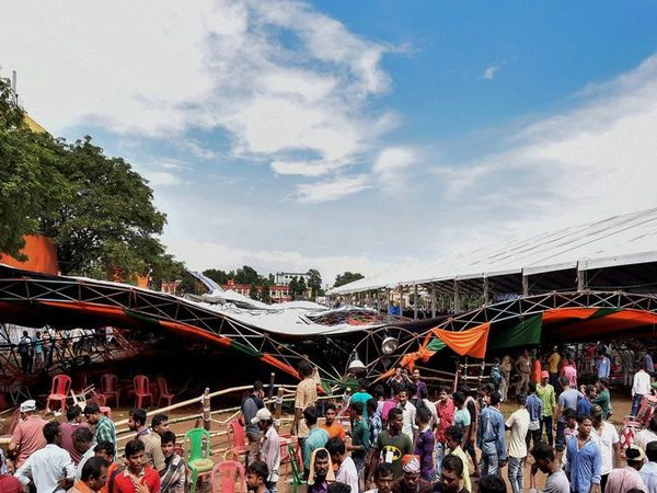 Tent collapses during PM Modi's rally