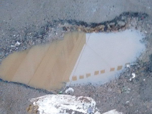 Mumbai: 40-year-old man dies after falling into pothole