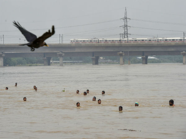 Old Yamuna bridge temporary closed as water level breaches danger mark; 27 trains cancelled