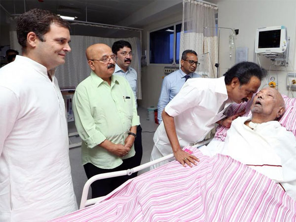 Karunanidhi health updates: Rahul Gandhi meets DMK chief in Kauvery hospital